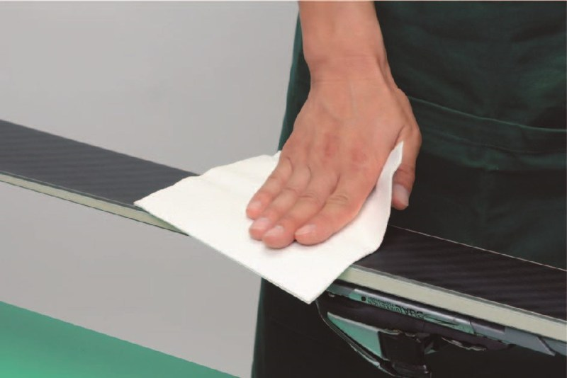 polerowanie ślizgu za pomocą szmatki antystatycznej GALLIUM